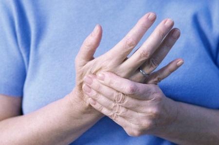 От чего трясутся руки и как это вылечить