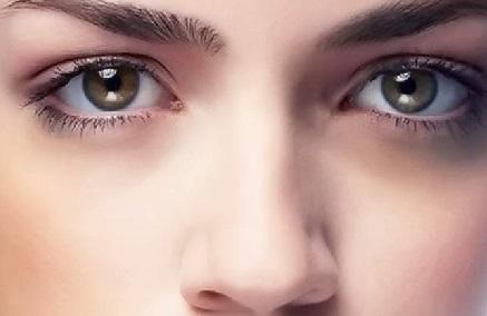 Темные круги под глазами: почему появляются и как избавиться